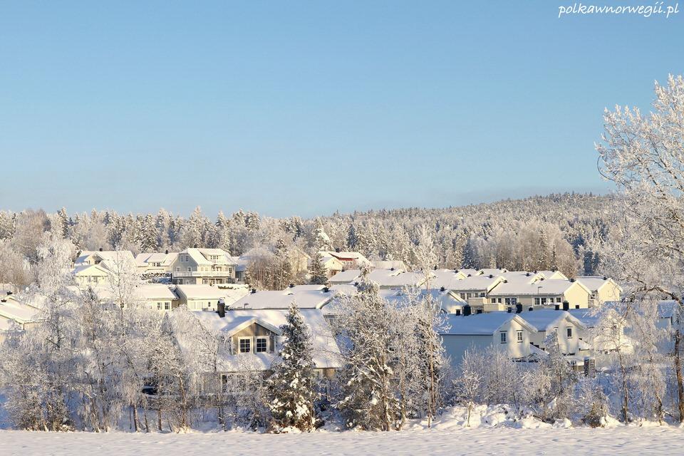 """Zima w Norwegii - widok na nasze """"jasne"""" osiedle"""