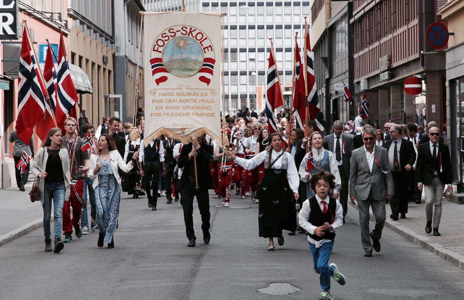 Norweskie święto narodowe 17 maja - parada w Oslo