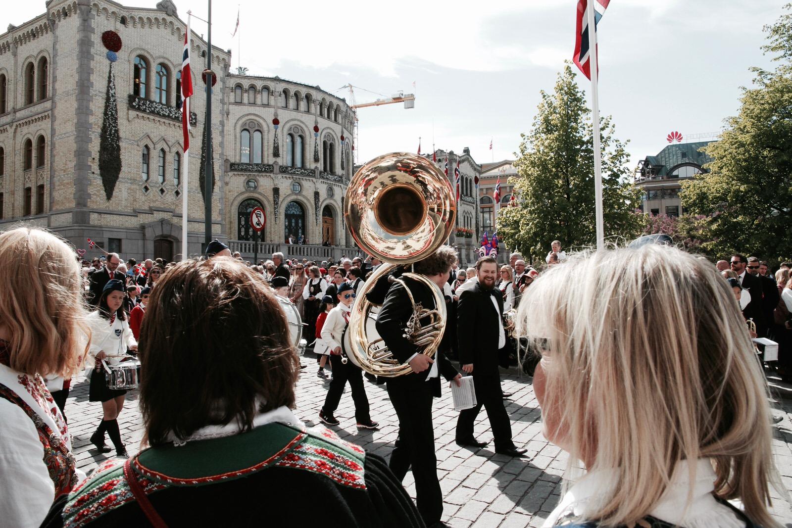 Parada szkół na Karl Johans gate