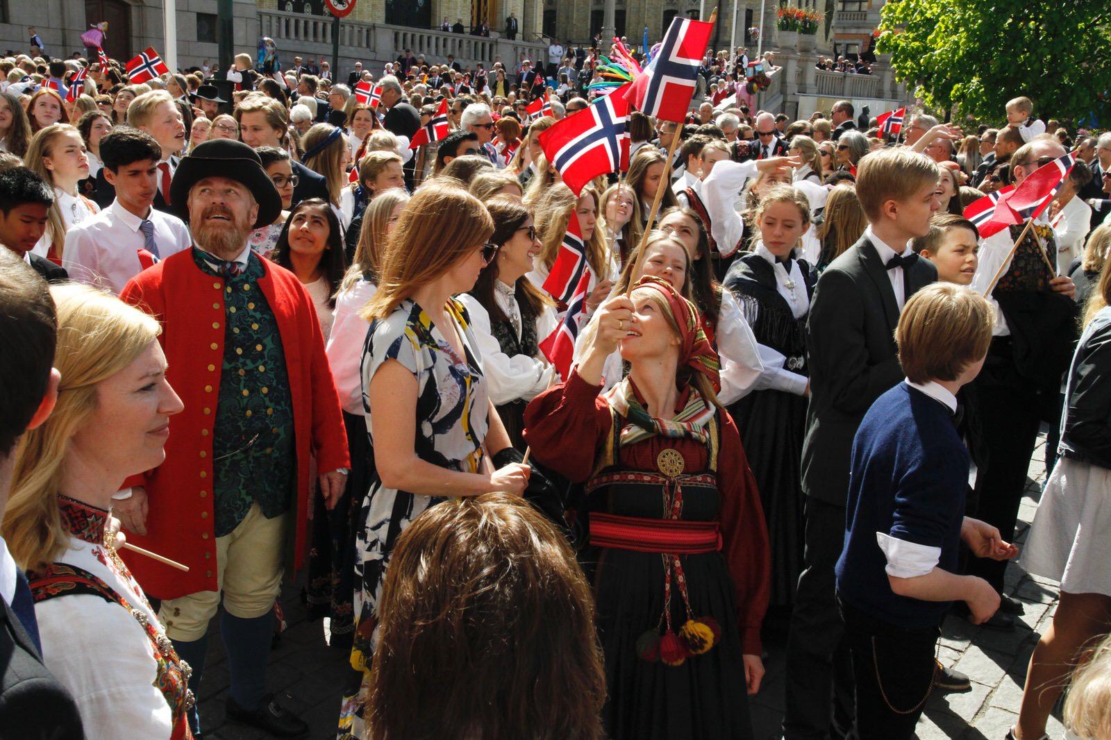 Parada szkół na Karl Johans gate c.d.